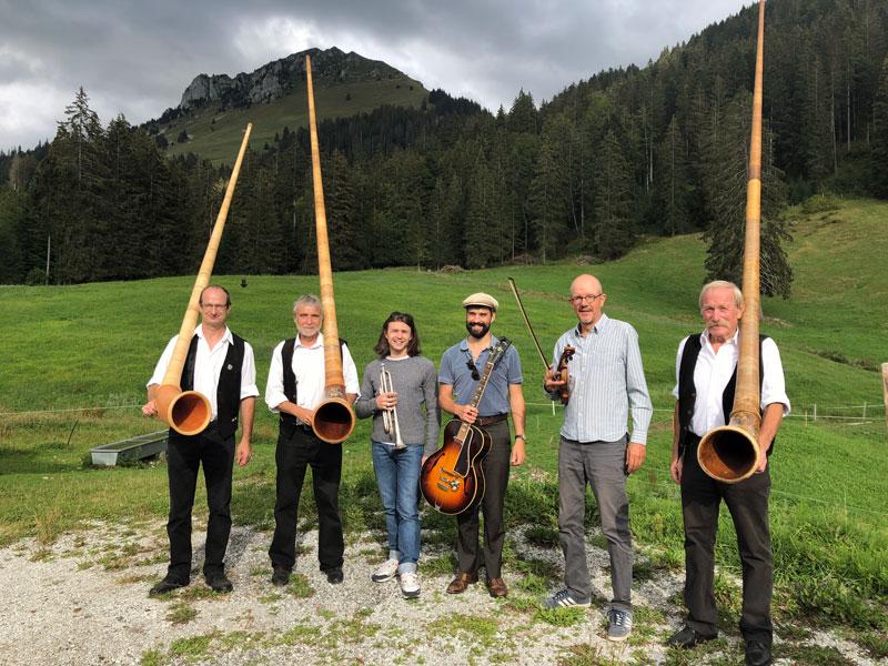 Une belle rencontre : trio de cors des Alpes